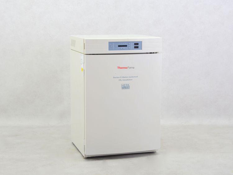 Thermo Forma 3111 CO2 incubator
