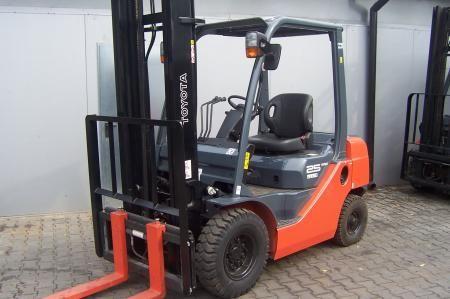 Toyota 8FD25 2500 kg
