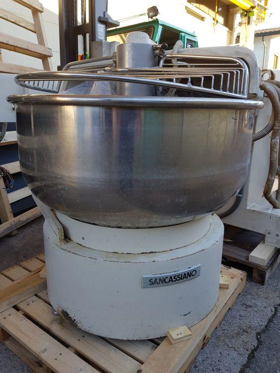 Sancassiano 200 kg Fork mixer