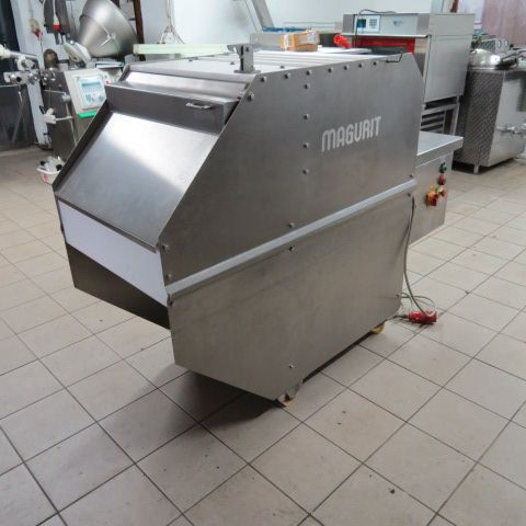 Magurit 152 cutting machine