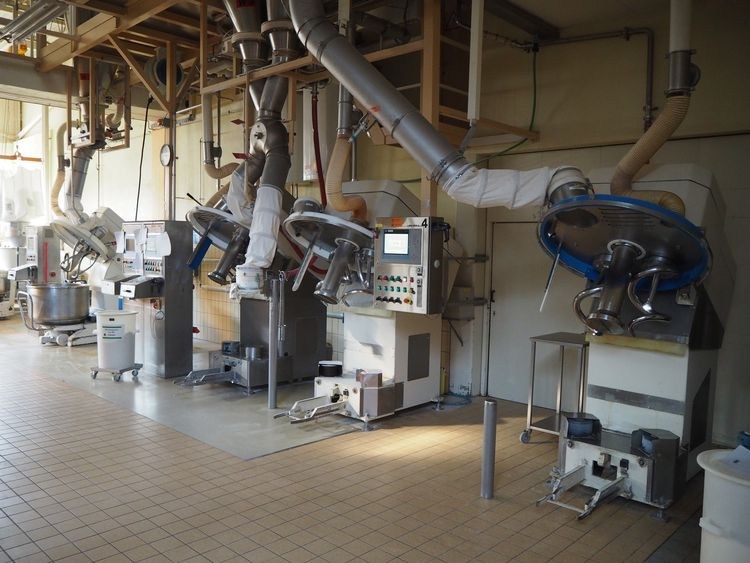 Online auction bakery machinery