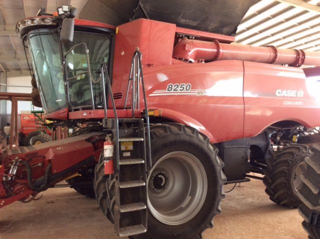 IH CAEW IH 8250 Combine Harvester