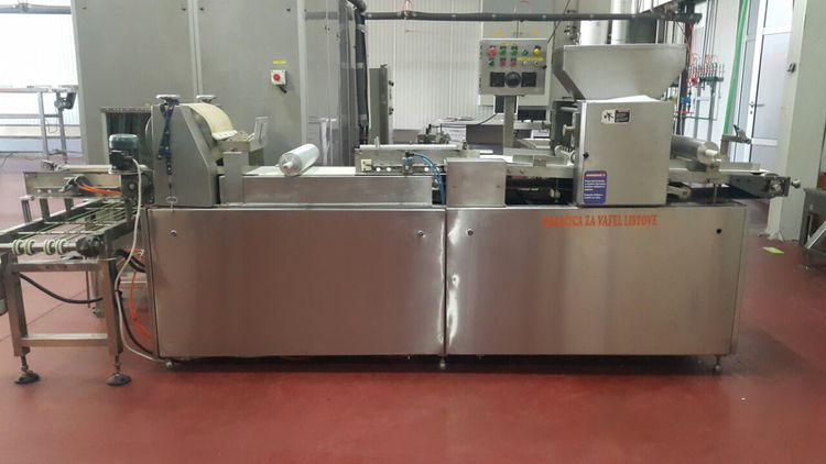 Automatic wafer spreading machine