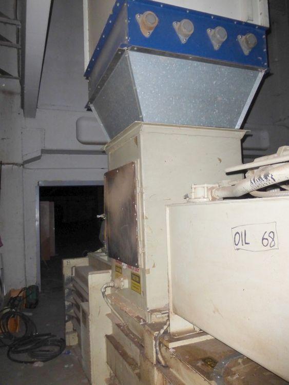 Ltg horizontal bale press, yoc: 1980, bale weight: 150 kg, pressure: 20 tons