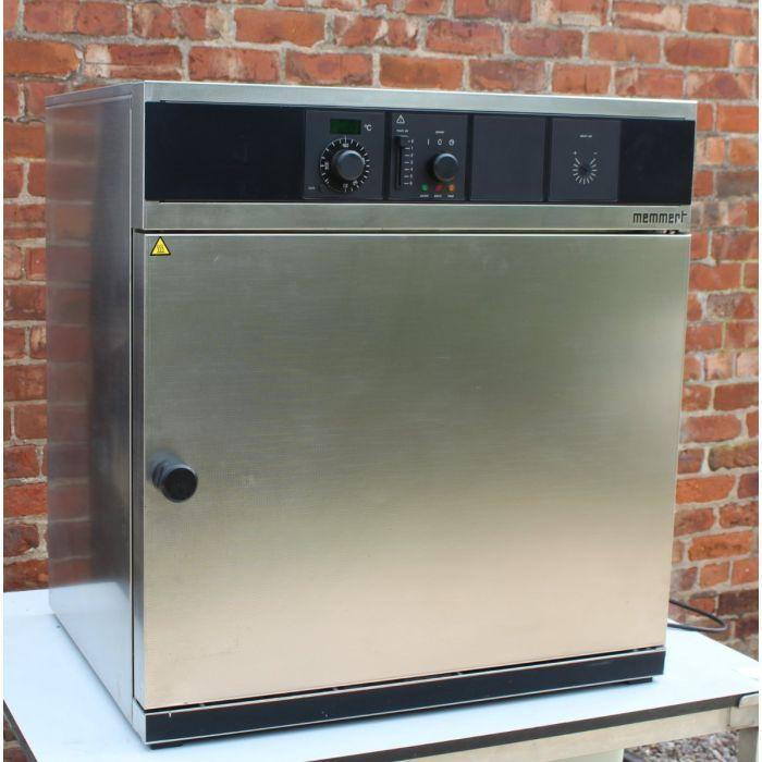 Memmert UM500 Lab Oven