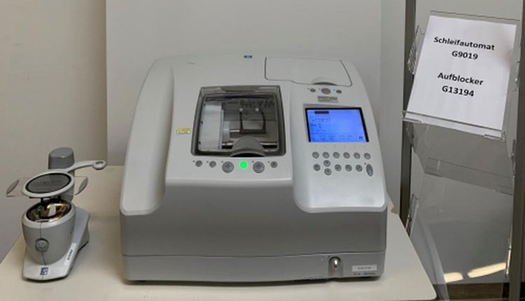 Nidek LE 1000  With CE-9 Grinding machine with blocker